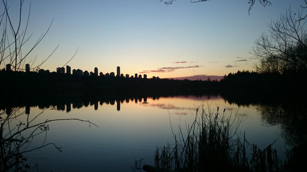 Skyline von Burnaby von Deer Lake Park aus